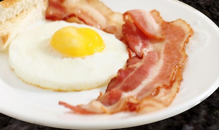 ovos-com-bacon